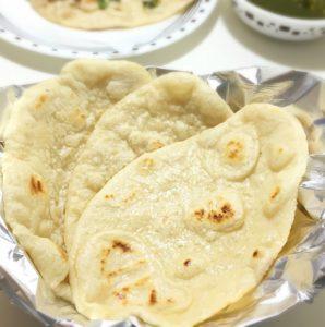 naan,palak paneer,plain naan,garlic naan,tava naan,baked naan,naan with yeast,yeast,bread cooking,north indian bread,naan cooking,naan preparation,south indian food,palak,paneer