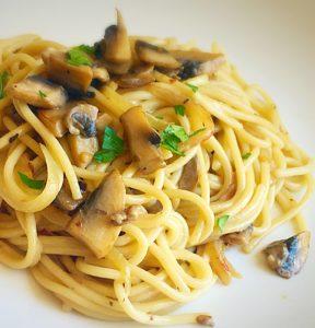 spaghetti,mushroom spaghetti,pasta,mushroom pasta,how to make spaghetti,cheese pasta,cheesy pasta,cheesy mushroom pasta,creamy mushroom pasta,creamy spaghetti,creamy mushroom spaghetti,food,italian food