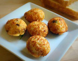 bread,paniyaram,kara paniyaram,kuzhi paniyaram,paddu,guntapongalu,how to make paniyaram,south indian cake, how to make kuzhi paniyaram,how to make bread paniyaram,bread paniyaram,snacks,indian snack,south indian snack,north indian snack
