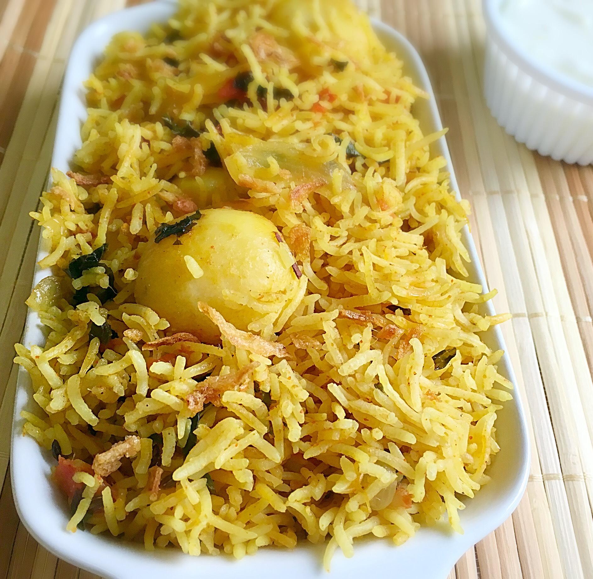 bonda,vadai,masala vadai,medhu vadai,hotel,saravana bhavan,paruppu vadai,kara vadai,ulundu vadai,adai,chutney,oil,frying,besan,kadalai mavu.idli,sambar,dosa,potato bajji,bajji,south indian snacks,evening snacks,snacks,Urulaikizhangu bajji,aloo bajji,South Indian Dishes,North Indian food,vegetarian,Tamil Brahmin Recipes,Dosa varieties,sambar,Kootu,Kuzhambu,rasam,rice recipe,idly,chutney,adai,desserts,side dish for idli dosa,salads,vegetable curry,roti,parathas,Idiyappams,breakfast recipes,podi,pickles,Lunch box recipes,vegetable biryani,korma,baby potato,veg biryani,vegetable biryani,baby potato biryani
