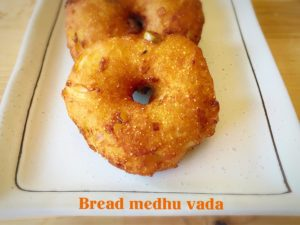 Bread medhu vada,vada,south indian snacks, snacks, fried snacks, bread, bread vada, instant medhu vada, instant bread vada, easy vada, vada recipe, quick vada recipe, vada recipe, instant medhu vada recipe, bread snacks,easy snacks,quick snacks,quick vada,leftover bread,kid friendly snacks,evening snacks,chutney, sambar,