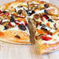 mushroom pizza recipe, homemade pizza, cheesy pizza, pizza, veg pizza